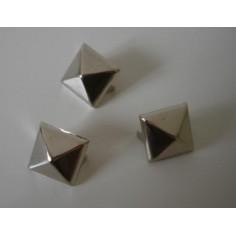 Lot de 3 spikes pyramides